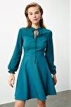 Petrol Bağlama Detaylı Volanlı Elbise TWOAW21EL0721