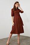 Kahverengi Kuşaklı Kadife Elbise TWOAW20EL1926