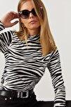Kadın Ekru-Sıyah Yarım Balıkçı Zebra Desen Bluz LPP1133