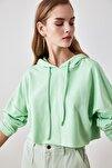 Mint Kapüşonlu Crop Örme Sweatshirt TWOAW20SW0144