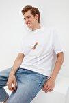 Beyaz Erkek Regular Fit Dik Yakalı Baskılı Kısa Kollu T-Shirt TMNSS21TS0381