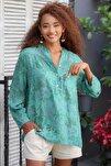 Kadın Yeşil Italyan Gül Desenli Patı Ve Cebi Pul Dokuma Uzun Kol Ayar Düğmeli Bluz M10010200bl95057