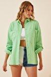 Kadın Canlı Yeşil Cepli Keten Viskon Hafif Oversize Gömlek US00535