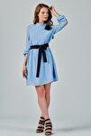Kadın Mavi Yakadan Bağlamalı Kesme Puantiyeli Şifon Elbise Je87546