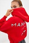Kırmızı Sırt Baskı Detaylı Kapüşonlu Crop Örme Şardonlu Sweatshirt TWOAW22SW0711
