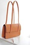 Kadın Açık Turuncu Kapaklı Baget Çanta
