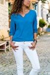 Kadın Saks Yakası Yırtmaçlı Çizgili Krep Bluz GK-BST2841