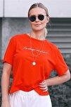 Kadın Kırmızı Kamuflaj Desenli Baskılı T-Shirt