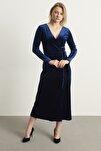 Kadın Lacivert Kruvaze Yaka Kadife Elbise