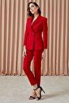 Kadın Kırmızı Kemer Üstü Çift Düğme Detaylı Duble Paça Klasik Pantolon 19YPNT056