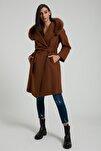 Kadın Kahverengi Kapüşonlu Punto Dikişli Kürklü Kaban