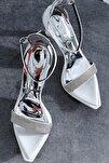 Kadın Beyaz Rugan Taş Detaylı Tek Bant İnce Topuklu Ayakkabı
