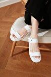 Beyaz Kalın Tabanlı Tokalı Kadın Sandalet TAKSS21SD0032