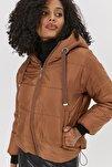 Kadın Camel Kapşonlu Fermuarlı Şişme Mont Y20W110-7115