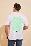 Beyaz Erkek Sırt Baskılı Geniş Kesim T-Shirt TMNSS20TS1036