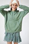 Kadın Çağla Yeşili Kapüşonlu Kışlık Polar Sweatshirt ZV00047