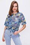 Kadın Mavi Baskılı Yırtmaçlı Kısa Kollu Tişört Y20s110-3124
