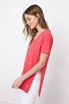 Nar Çiçeği V Yaka Asimetrik Örme T-Shirt TWOSS20TS0927