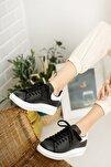 Kadın Siyah Beyaz Bağcıklı Sneaker