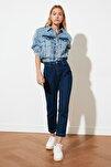 Koyu Lacivert Paça Detaylı Yüksek Bel Mom Jeans TWOSS21JE0084