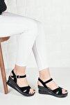 Kadın Siyah Tek Bilek Bağlamalı Sandalet Terlik
