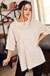 Kadın Krem Yuvarlak Yaka Geniş Kollu Yanı Yırtmaçlı T-Shirt ARM-19Y012003