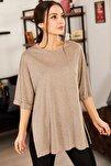 Kadın Açık Kahve Yuvarlak Yaka Geniş Kollu Yanı Yırtmaçlı T-Shirt ARM-19Y012003