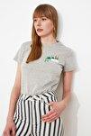 Gri Nakışlı Basic Örme T-Shirt TWOSS20TS0103