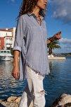 Kadın Lacivert-Beyaz Çizgili Yanı Düğmeli Eteği Püsküllü Gömlek GK-AYN1666