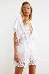 Beyaz Fisto Detaylı Vual Plaj Elbisesi TBESS21EL1248