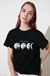 Siyah Baskılı Boyfriend Örme T-Shirt TWOSS20TS0245