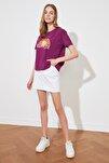 Mor Baskılı Semi Fitted Örme T-Shirt TWOSS20TS0804