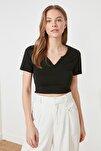 Siyah Crop Yaka Detaylı Örme T-Shirt TWOSS21TS1679