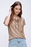 Kadın Camel Kuş Gözlü Yakası Bağcıklı Yıkamalı T-Shirt MDA-1127