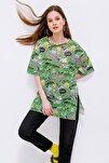 Kadın Yeşil Baskılı Yırtmaçlı Kısa Kollu Tişört