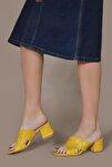 Kadın Sarı Pullu Çarpraz Terlik 8006