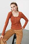 Tarçın Yakası Çıtçıtlı Fitilli Örme Bluz TWOSS20BZ0683