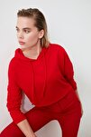 Kırmızı Kapüşonlu Crop Örme Sweatshirt TWOAW20SW0144