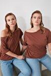 Kahverengi %100 Pamuk Kayık Yaka Boyfriend Örme T-Shirt TWOSS20TS0140