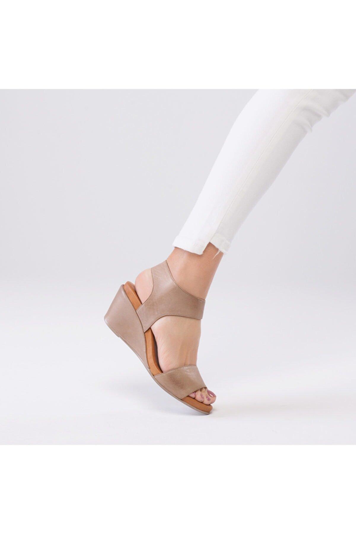 Zeynep Sıradağlı Hakiki Deri Pietra Ortopedik Sandalet Kum
