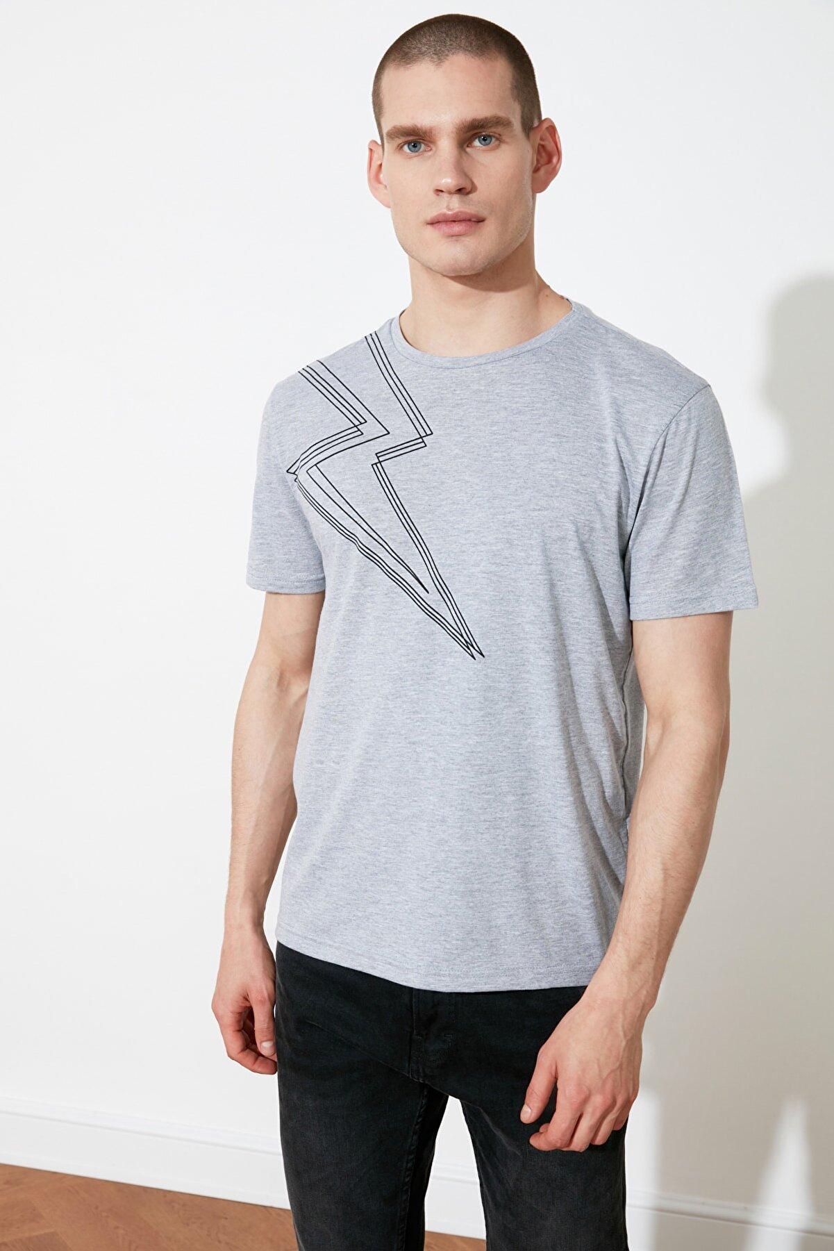 TRENDYOL MAN Gri Erkek Slim Fit Bisiklet Yaka Kısa Kollu Baskılı T-Shirt TMNSS21TS3079