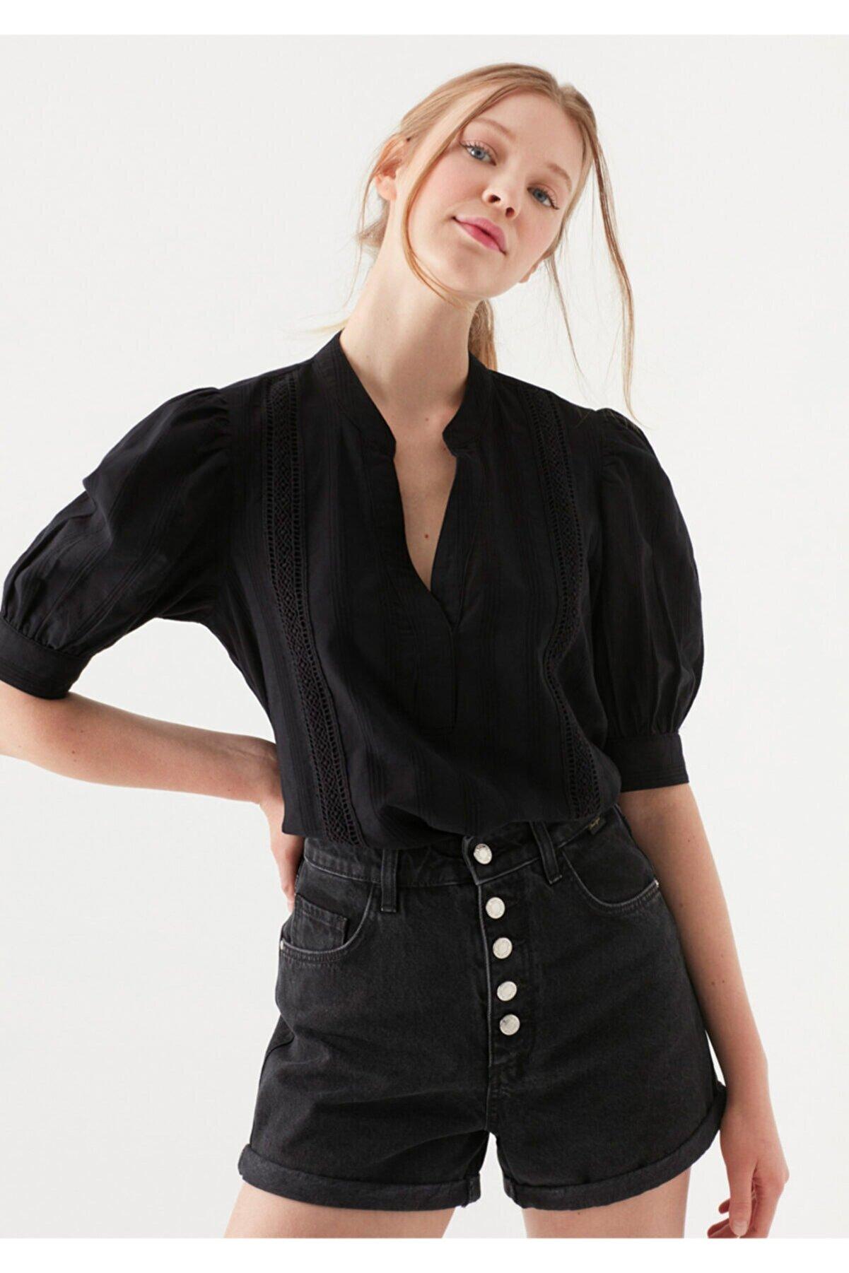 Mavi Dantel Detaylı Siyah Bluz 122807-900