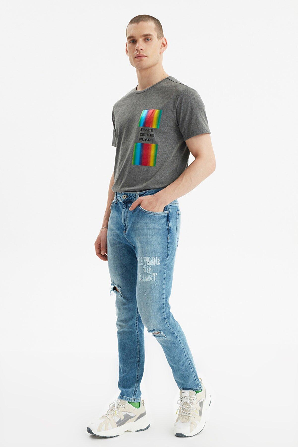 TRENDYOL MAN Mavi Erkek Yırtık Detaylı Baskılı Normal Bel Slim Fit Jeans TMNSS21JE0190