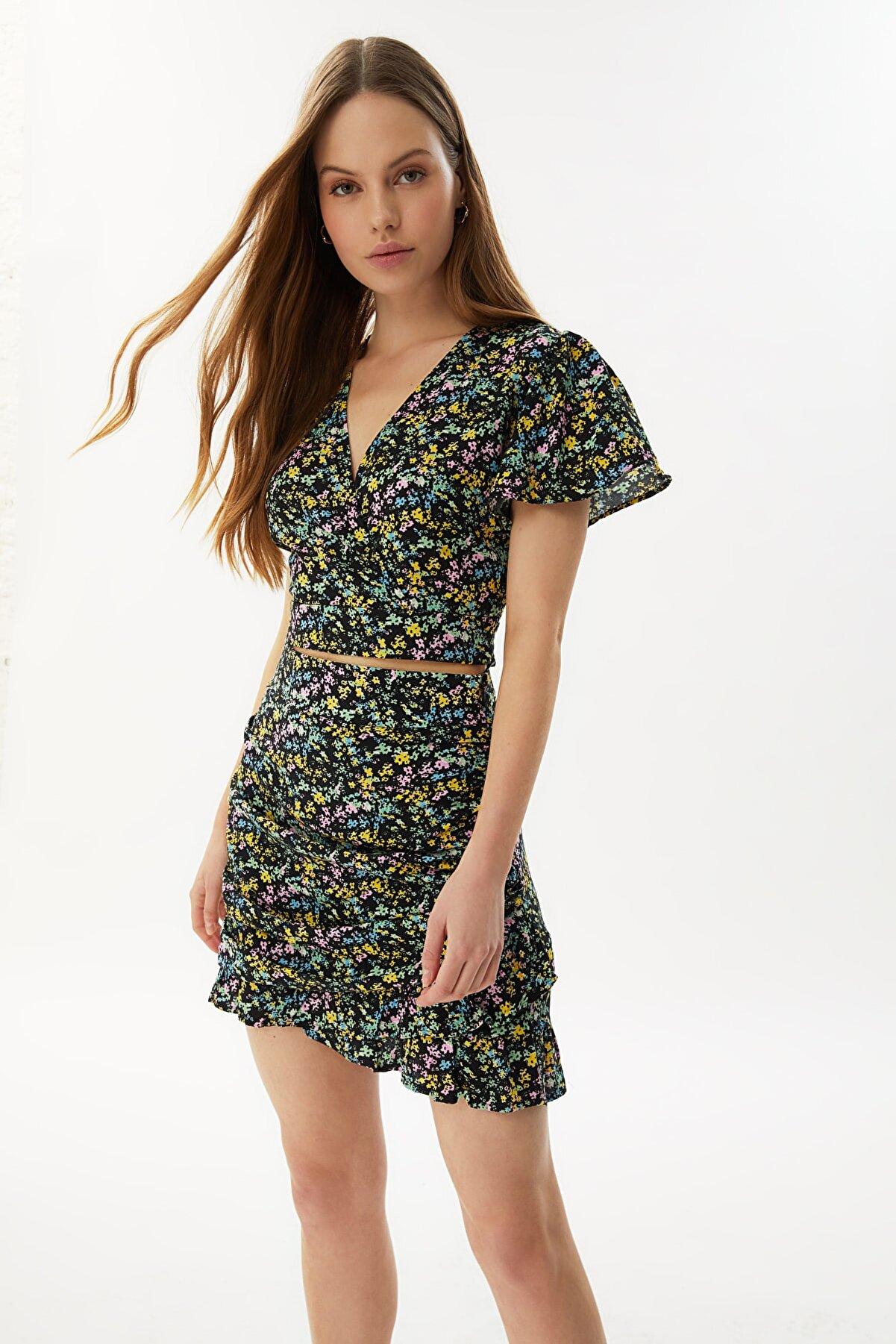 TRENDYOLMİLLA Çok Renkli Crop Bluz TWOSS21BZ0974