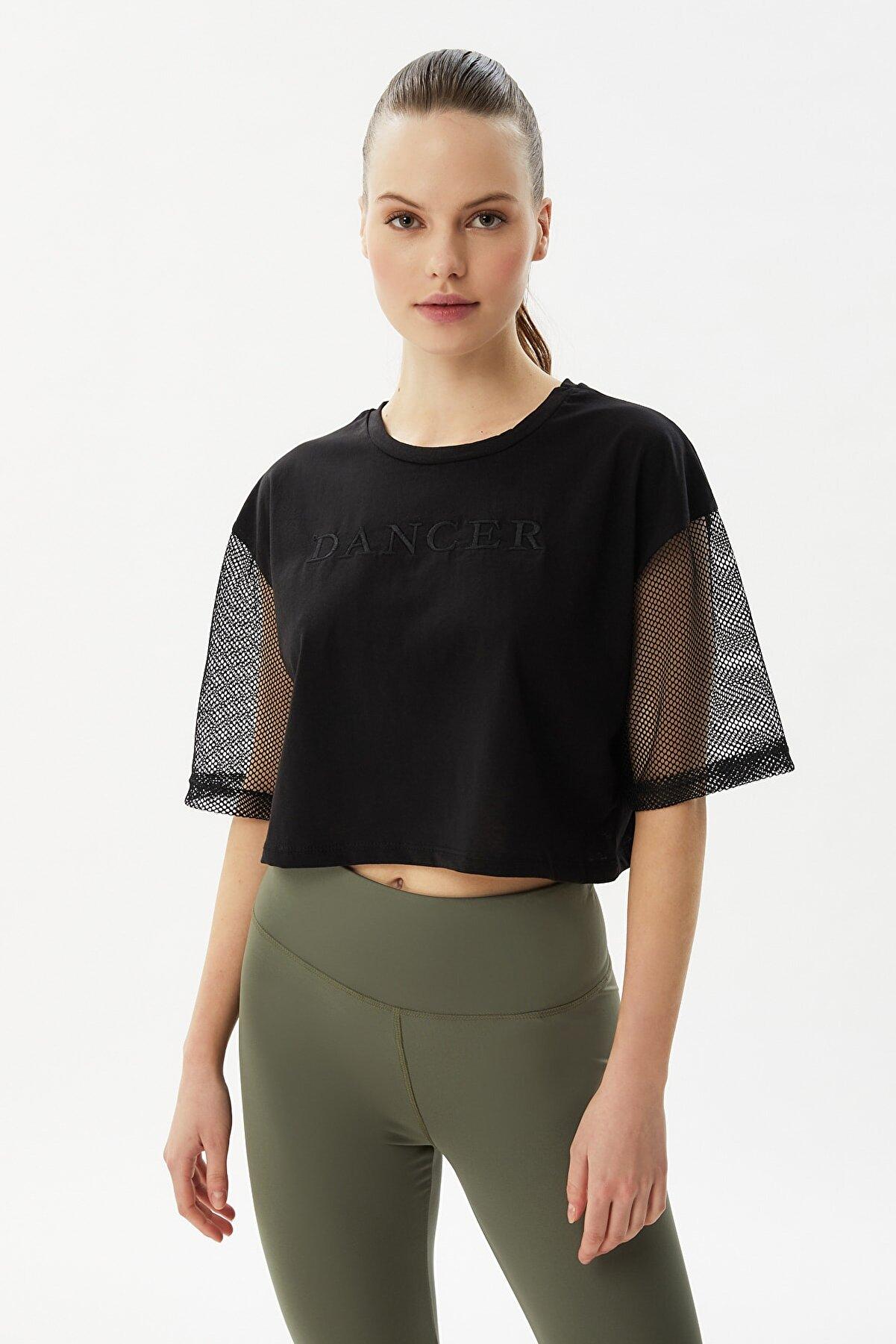 TRENDYOLMİLLA Siyah Nakışlı File Detatlı Loose Crop Örme T-Shirt TWOSS21TS3173