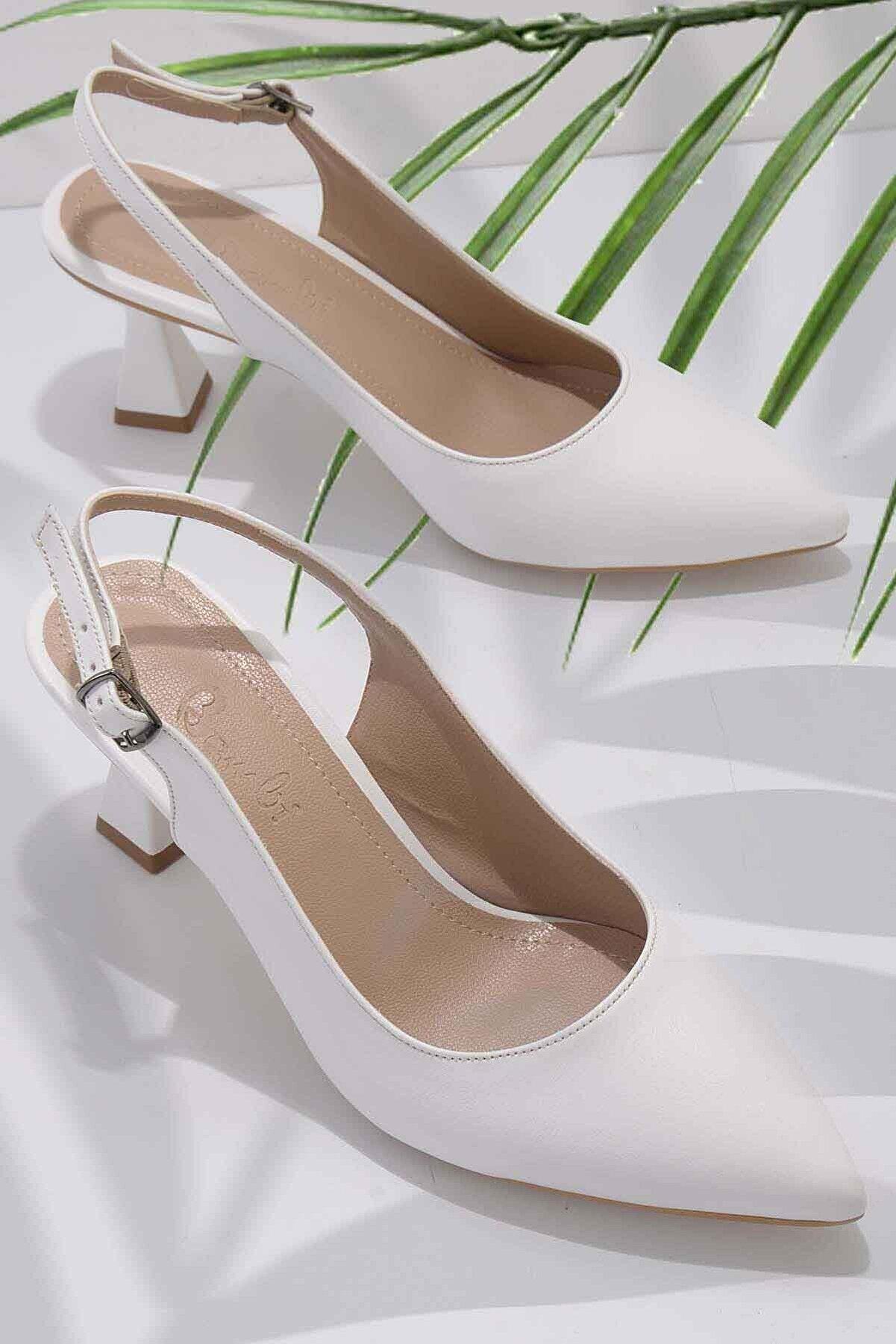 Bambi Beyaz Kadın Klasik Topuklu Ayakkabı K01840500009