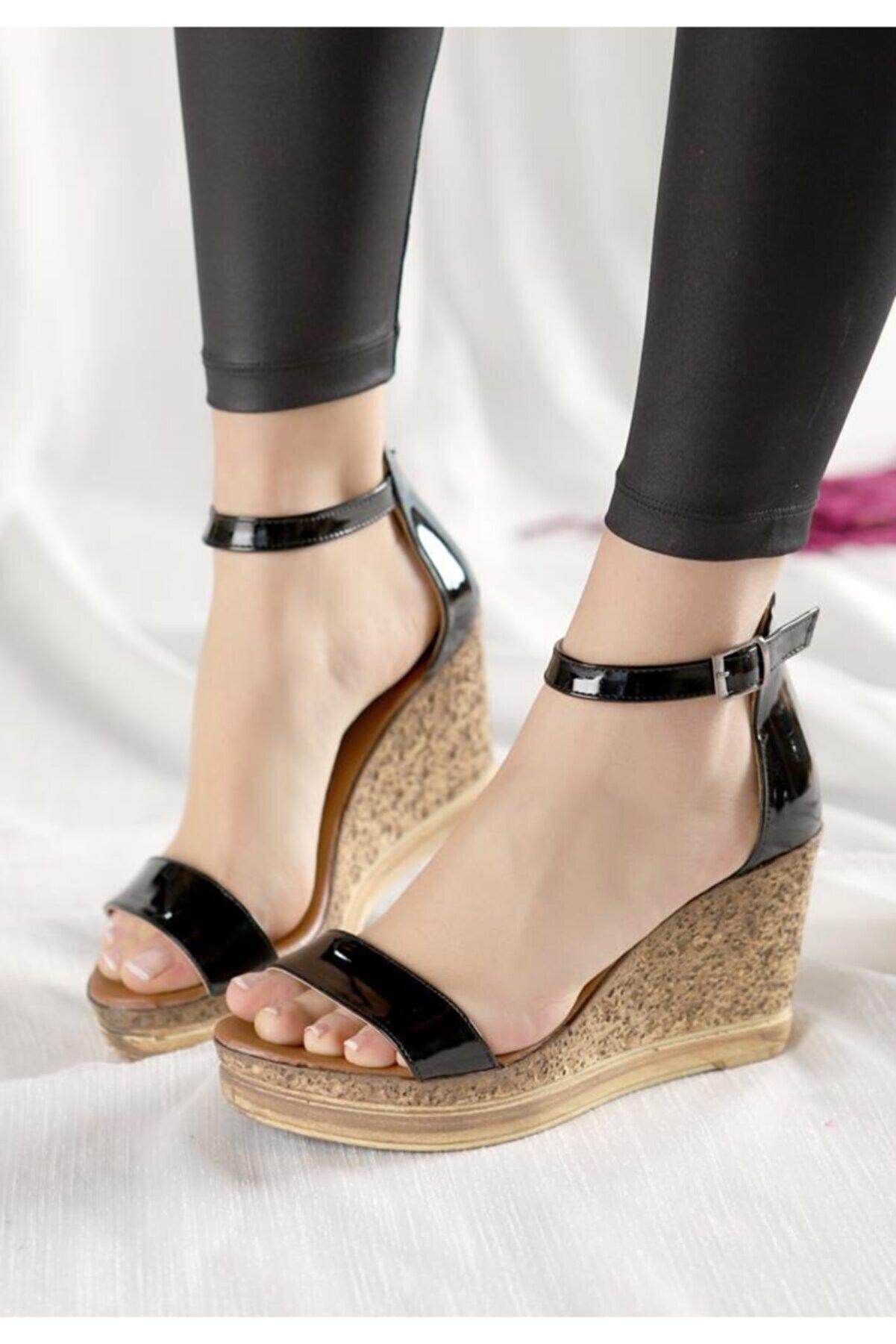 Espardile Kadın Siyah Rugan Dolgu Topuk Sandalet
