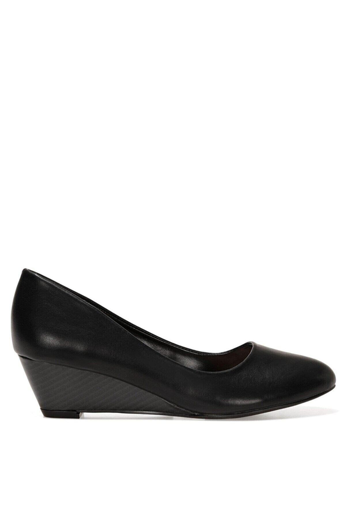 Nine West LICLA2 1FX Siyah Kadın Dolgu Topuklu Ayakkabı 101029385