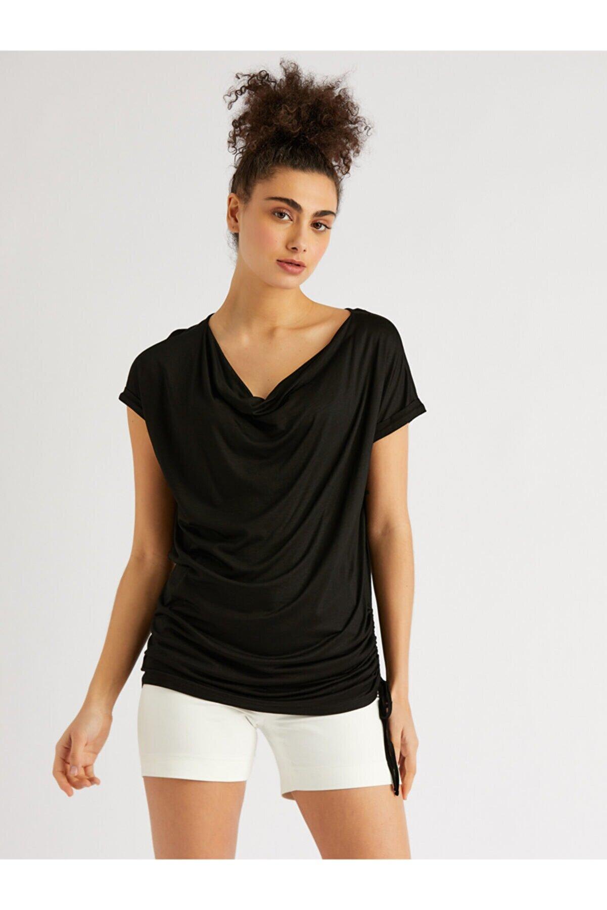 Vekem Kadın Siyah Dökümlü Yaka Bluz
