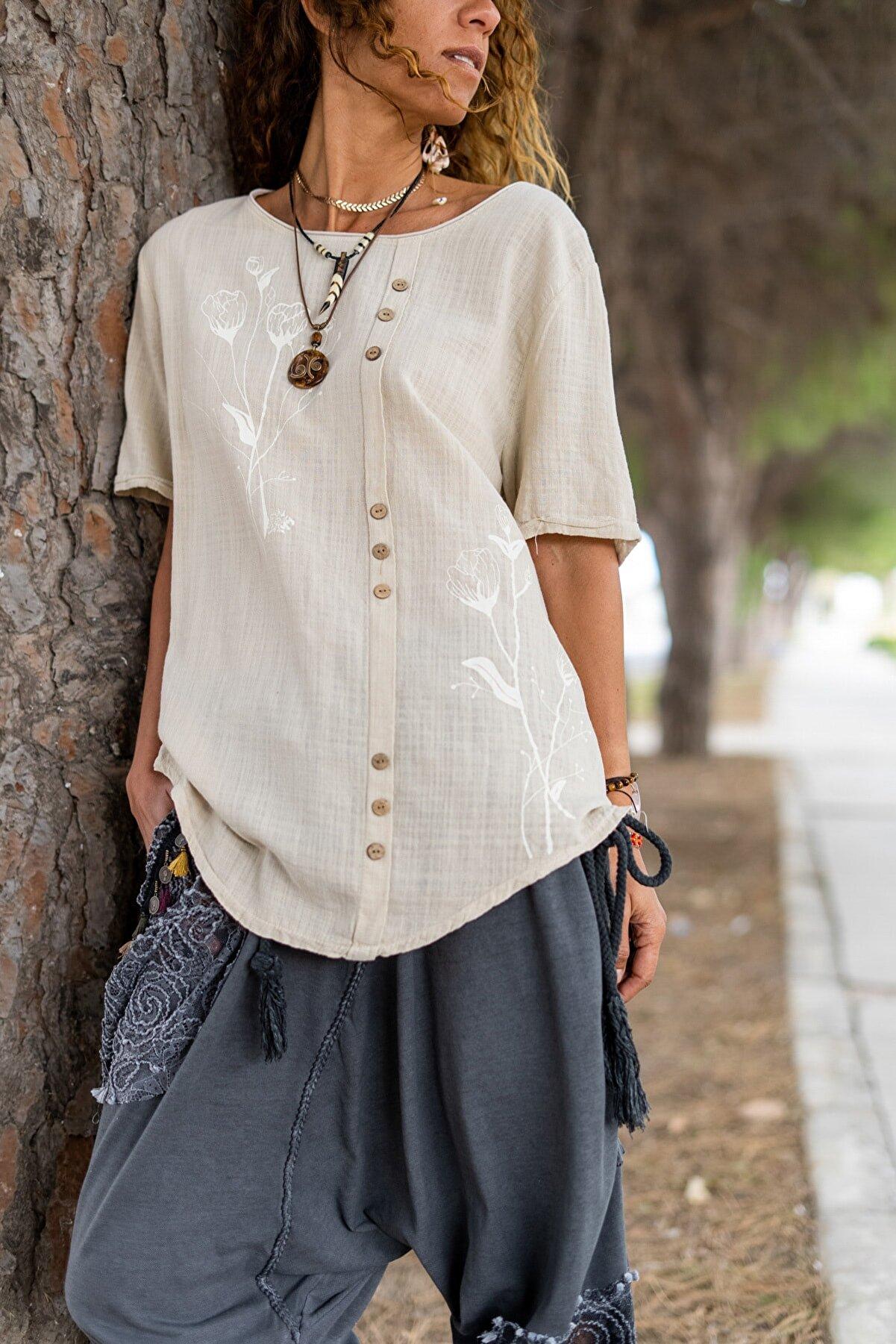 Güneşkızı Kadın Bej Yıkamalı Keten Lale Baskılı Düğme Detaylı Salaş Bluz GK-RSD2060
